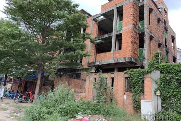 Chuyện lạ ở TP.HCM: Nơi giá đất 300 triệu đồng/m2, biệt thự xây dở không người ở - Ảnh 3.