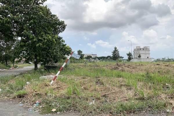 Chuyện lạ ở TP.HCM: Nơi giá đất 300 triệu đồng/m2, biệt thự xây dở không người ở - Ảnh 8.
