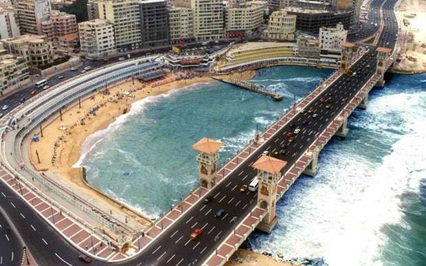 Nước biển dâng đe dọa nhấn chìm thành phố cảng Alexandria của Ai Cập - Ảnh 1.