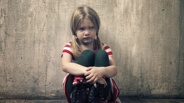 Nhặt được chiếc ví da, nhiều năm sau, cô bé mồ côi nhận được bản di chúc đáng kinh ngạc - Ảnh 1.