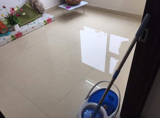 Hà Nội: Ngày mưa bão, đến dân chung cư cũng ngao ngán chống ngập giữa lưng trời - Ảnh 4.