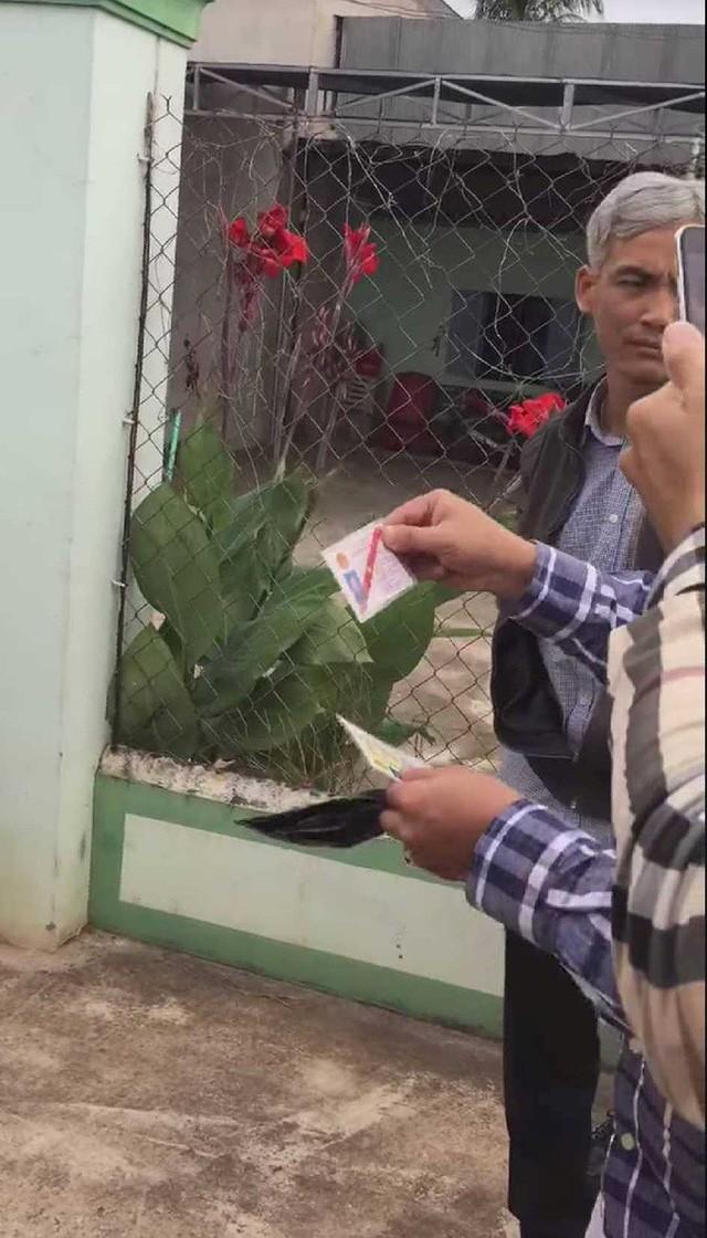 Giây phút bắt tại trận phó Viện trưởng VKSND nhận hối lộ 2.500 USD - Ảnh 5.