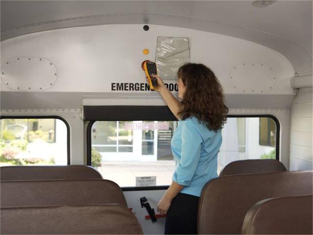 Nhằm ngăn chặn việc bỏ quên học sinh trên xe, Mỹ đã áp dụng hệ thống tân tiến này để cảnh báo: Mọi tài xế đều phải thực hiện trước khi xuống! - Ảnh 3.