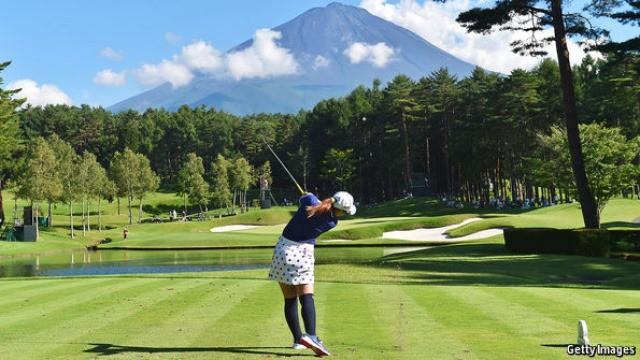 Giới trẻ Nhật chê môn đánh golf, các doanh nghiệp lớn phải xoay xở làm khu du lịch nghỉ dưỡng kết hợp với chơi golf để lôi kéo khách du lịch - Ảnh 1.