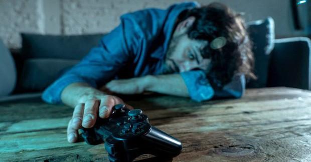 Khoa học vừa chứng minh: Nam giới sống nội tâm, hay khóc thầm thường hay nghiện game - Ảnh 2.