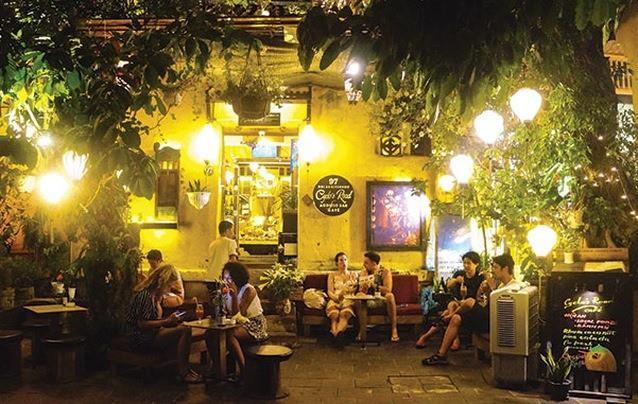 Chủ tịch TP Hội An lên tiếng vụ quán cà phê chỉ phục vụ khách Tây, đuổi khách Việt - Ảnh 2.