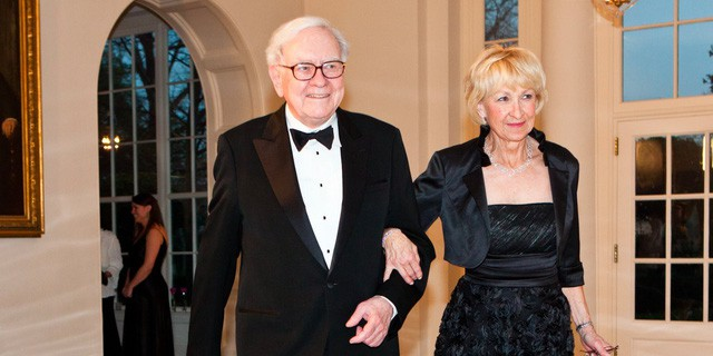 Warren Buffett: Bài kiểm tra cuối cùng trong đời này sẽ đánh giá cuộc sống của bạn có thực sự hạnh phúc hay không - Ảnh 2.