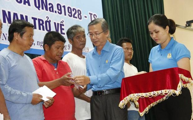 Ly kỳ chuyện cá heo chỉ đường cứu 41 ngư dân Quảng Nam thoát chết - Ảnh 5.