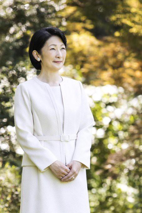 Thái tử phi Nhật Bản đẹp ngỡ ngàng trong bộ ảnh mới và có màn đối đáp khéo hết phần thiên hạ khi nói về chuyện con gái mãi không lấy chồng - Ảnh 4.