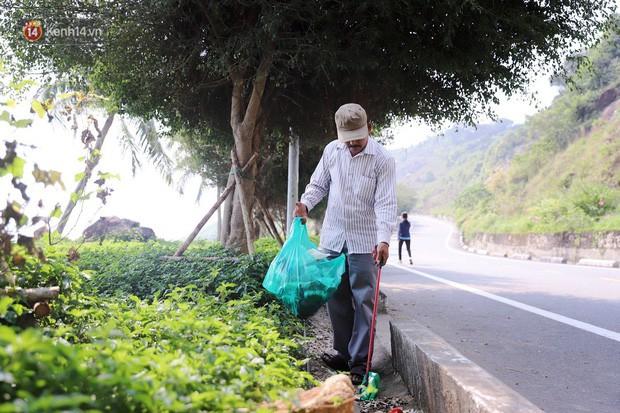 Ông chú bán kem dễ thương nhất Đà Nẵng: 3 năm cặm cụi nhặt rác ở bán đảo Sơn Trà - Ảnh 1.