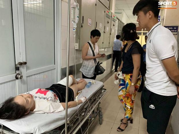 CĐV nữ bị pháo bắn trúng: Bỏng cực nặng vì hóa chất, phải phẫu thuật 2 lần - Ảnh 2.