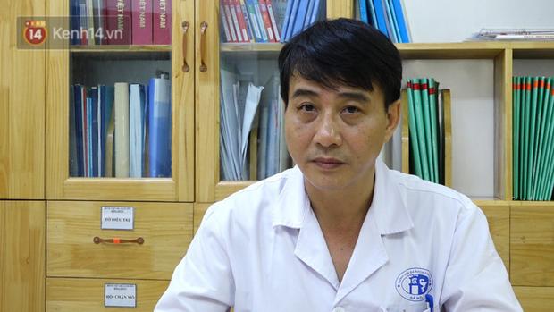 Bác sĩ điều trị lên tiếng về tình trạng của nữ CĐV bị bỏng do pháo trong trận Hà Nội FC vs Nam Định - Ảnh 1.