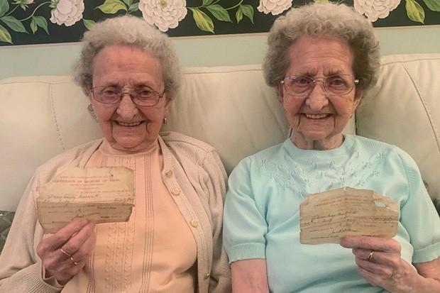 Cặp sinh đôi cao tuổi nhất nước Anh tiết lộ bí quyết sống lâu - Ảnh 1.