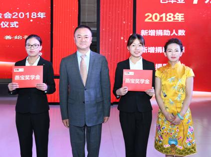 """Nghèo khổ 8 đời, """"anh hùng xóa đói giảm nghèo"""" Trung Quốc quyên góp hơn 230 triệu USD, giúp 170.000 sinh viên: Người nghèo không nên sống ngắn - Ảnh 4."""