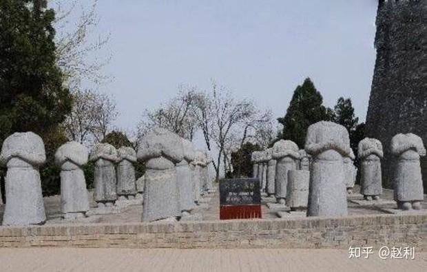 Bí ẩn lăng mộ Võ Tắc Thiên: Nơi ẩn giấu hàng triệu báu vật nhưng không ai đào được và lời nguyền rùng rợn cho những kẻ muốn xâm chiếm - Ảnh 2.