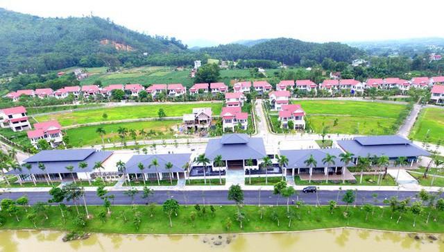 Ông lớn BĐS Hà Nội mang biệt thự, villas, căn hộ siêu sang đi cắm ngân hàng - Ảnh 1.