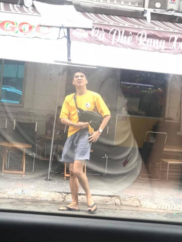 Chủ tịch bánh mì PewPew bị fan chụp lén khi qua đường: Nhìn bộ đồ là biết anh sống giản dị thành công đến thế nào rồi ha! - Ảnh 1.
