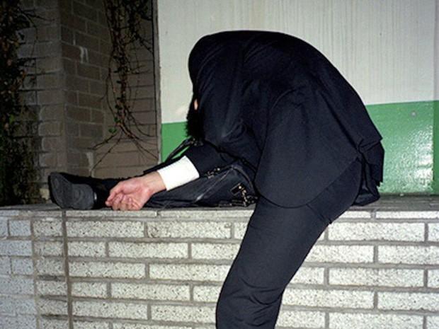 Chùm ảnh về các doanh nhân ngủ trên đường phố mô tả chân thực về văn hóa làm việc khắc nghiệt nhất thế giới của Nhật Bản - Ảnh 18.