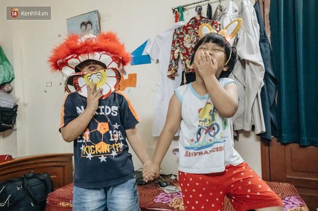 Chuyện nữ bác sĩ 53 tuổi sinh đôi 2 bé gái ở Hà Nội: Tôi có được con là tốt lắm rồi, không có chúng đời tôi còn khổ hơn nữa - Ảnh 2.