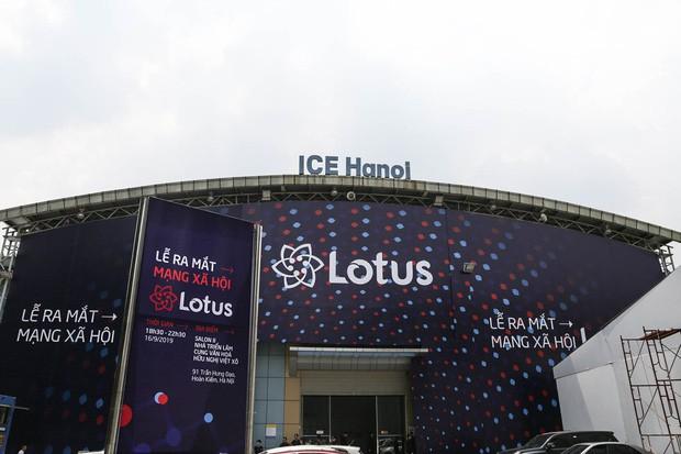 Toàn cảnh buổi tổng duyệt lễ ra mắt MXH Lotus: Dàn sao hot hứa hẹn mang đến những điều bất ngờ, sân khấu cực hoành tráng đã sẵn sàng! - Ảnh 1.