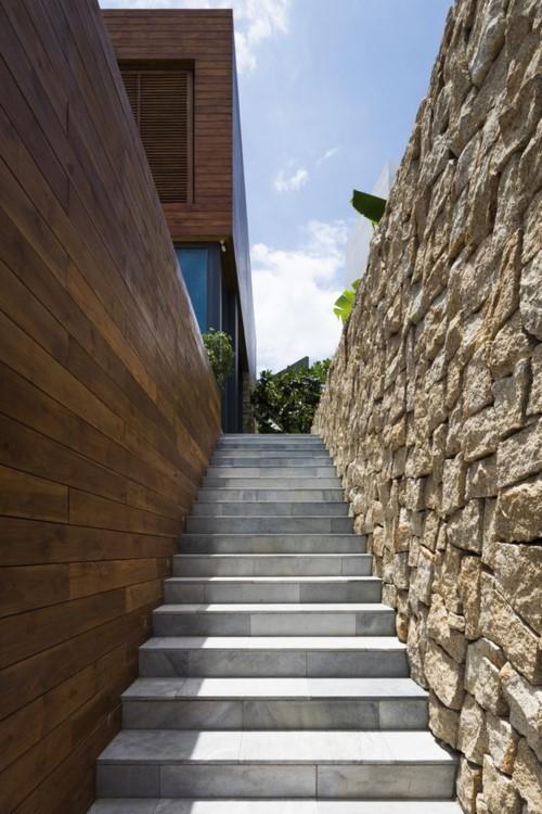 Nhà gỗ kính trác tuyệt hướng trọn ra biển Nha Trang - Ảnh 2.