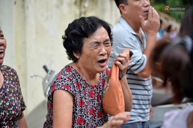 Hà Nội: Cháy lớn tại khu tập thể Kim Liên, người dân khóc nghẹn vì ngọn lửa bao trùm kinh hoàng - Ảnh 5.