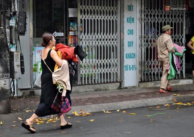 Hà Nội: Cháy lớn tại khu tập thể Kim Liên, người dân khóc nghẹn vì ngọn lửa bao trùm kinh hoàng - Ảnh 6.