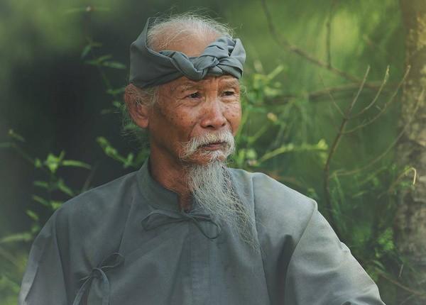 Diễn viên già nhất phim Hai Phượng: 81 tuổi vẫn chạy xe máy đi làm, cả đời hy sinh vì nghiệp diễn - Ảnh 2.