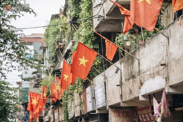 Hà Nội của sớm mai ngày Tết Độc lập: Buổi lễ chào cờ thiêng liêng trước Quảng trường Ba Đình, đường phố bình yên nhẹ nhàng - Ảnh 15.