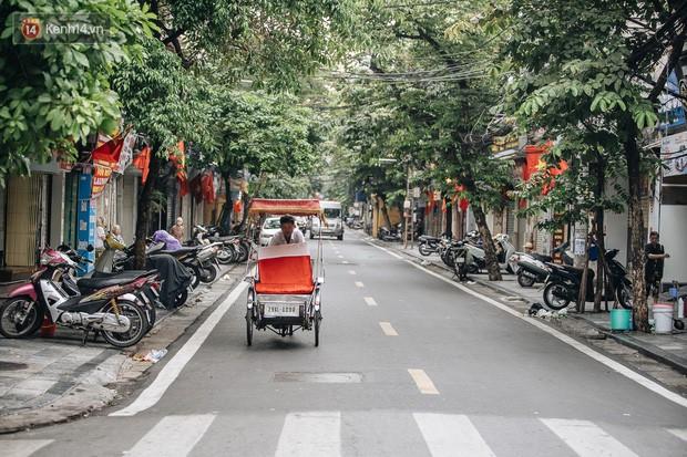 Hà Nội của sớm mai ngày Tết Độc lập: Buổi lễ chào cờ thiêng liêng trước Quảng trường Ba Đình, đường phố bình yên nhẹ nhàng - Ảnh 19.