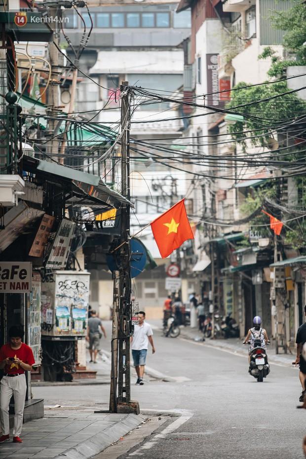 Hà Nội của sớm mai ngày Tết Độc lập: Buổi lễ chào cờ thiêng liêng trước Quảng trường Ba Đình, đường phố bình yên nhẹ nhàng - Ảnh 20.