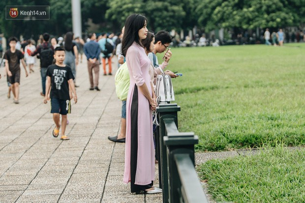 Hà Nội của sớm mai ngày Tết Độc lập: Buổi lễ chào cờ thiêng liêng trước Quảng trường Ba Đình, đường phố bình yên nhẹ nhàng - Ảnh 10.