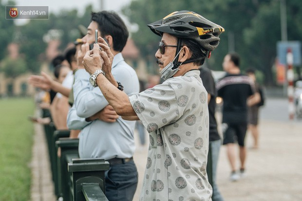 Hà Nội của sớm mai ngày Tết Độc lập: Buổi lễ chào cờ thiêng liêng trước Quảng trường Ba Đình, đường phố bình yên nhẹ nhàng - Ảnh 11.