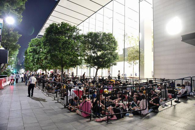 Mở bán iPhone 11 toàn cầu: Không còn tình trạng thất thủ như mọi năm - Ảnh 1.