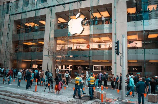 Mở bán iPhone 11 toàn cầu: Không còn tình trạng thất thủ như mọi năm - Ảnh 3.