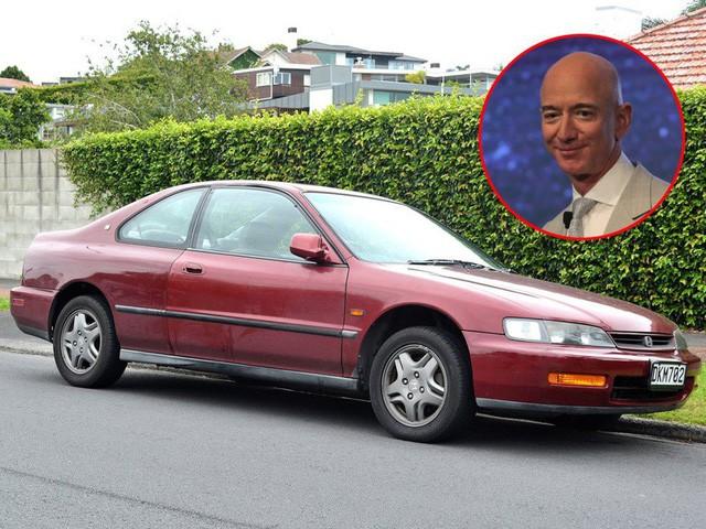 """jeff bezos - photo 1 15691146959151768152984 - Cùng """"giàu nứt vách"""" nhưng các tỷ phú lại có sở thích đi xe khác biệt: CEO Facebook sắm siêu xe giống đại gia Minh Nhựa, Jeff Bezos lại giản dị khó ngờ!"""