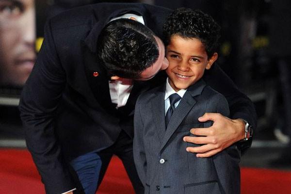 Ông bố Ronaldo nổi tiếng đào hoa, sát gái nhưng dạy con lại vô cùng chỉn chu và đáng ngưỡng mộ  - Ảnh 3.