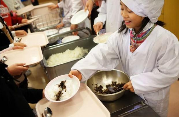 Tận mắt chứng kiến bữa trưa của học sinh Nhật Bản, càng thêm ngưỡng mộ đất nước này đối với thế hệ tương lai - Ảnh 5.