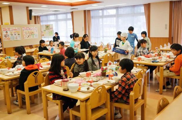 Tận mắt chứng kiến bữa trưa của học sinh Nhật Bản, càng thêm ngưỡng mộ đất nước này đối với thế hệ tương lai - Ảnh 9.