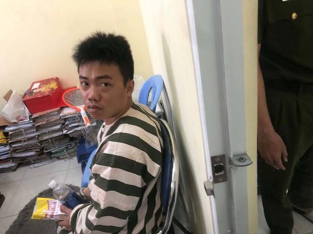 Anh em Nguyễn Thái Luyện từng về quê tặng áo mưa, mũ bảo hiểm - Ảnh 2.