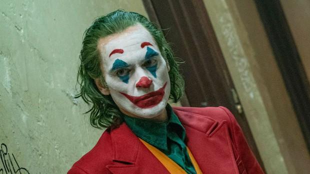 Joker bị chỉ trích vì chứa nhiều cảnh bạo lực, Warner Bros vội lên tiếng bênh vực con cưng! - Ảnh 1.