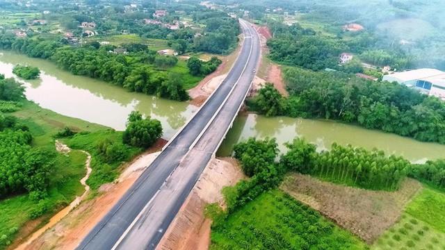 Đường cao tốc Bắc Giang-Lạng Sơn trước giờ G thông xe - Ảnh 2.