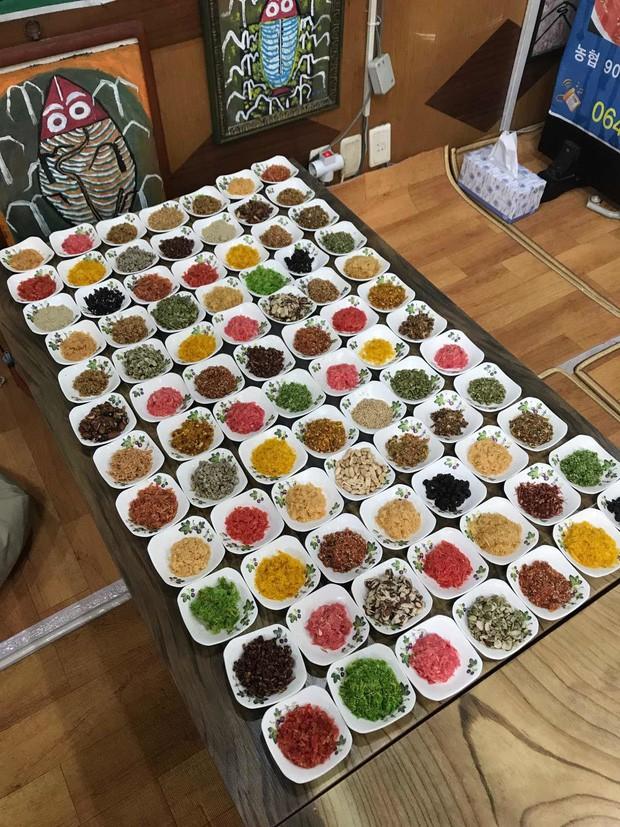 Người Hàn cầu kì thứ hai thì không ai dám nhất: Nướng một miếng thịt, bày 300 đĩa panchan ăn kèm - Ảnh 2.