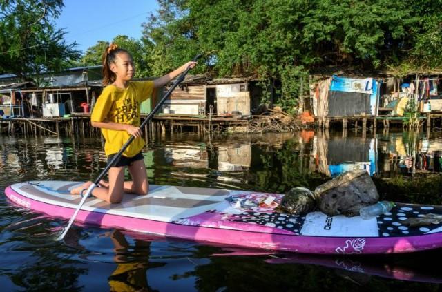 Trẻ em Thái Lan và mâu thuẫn rác thải nhựa - Ảnh 1.