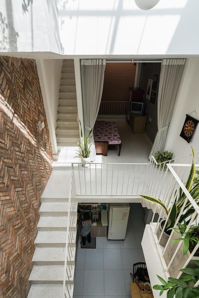 Ngôi nhà nằm sâu trong hẻm ở Sài Gòn đẹp ngỡ ngàng - Ảnh 5.