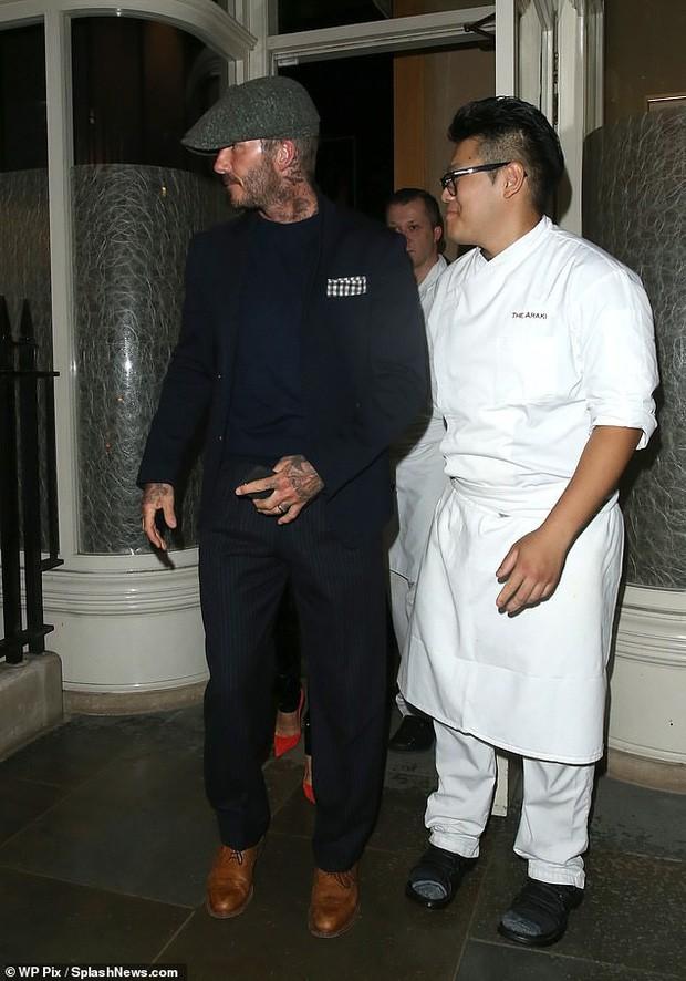 Giữa ồn ào ly hôn, David Beckham làm rõ mối quan hệ với vợ qua một cử chỉ quen thuộc suốt 20 năm - Ảnh 2.