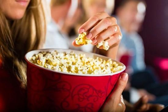 Vì sao tất cả các rạp chiếu phim trên thế giới đều bán bắp rang bơ? - Ảnh 3.