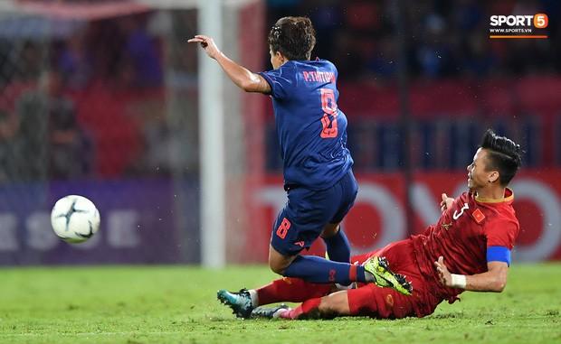 VFF kiện lên AFC: Tiền vệ Thái Lan đối diện án treo giò vì suýt khiến Quế Ngọc Hải chấn thương nặng - Ảnh 1.