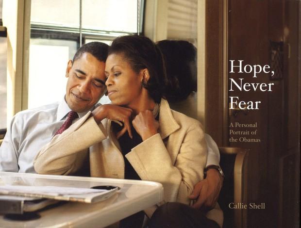 - photo 1 1567992118388401791110 - Những bức ảnh đời thường của vợ chồng Obama ngày xưa: Đôi giày rách gắn bó một thời với cựu Tổng thống Mỹ hóa ra có ý nghĩa đặc biệt