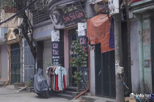 Sau vụ cháy Công ty Rạng Đông: Người bán nhà, kẻ đi ở tạm, hàng quán đóng cửa - Ảnh 4.